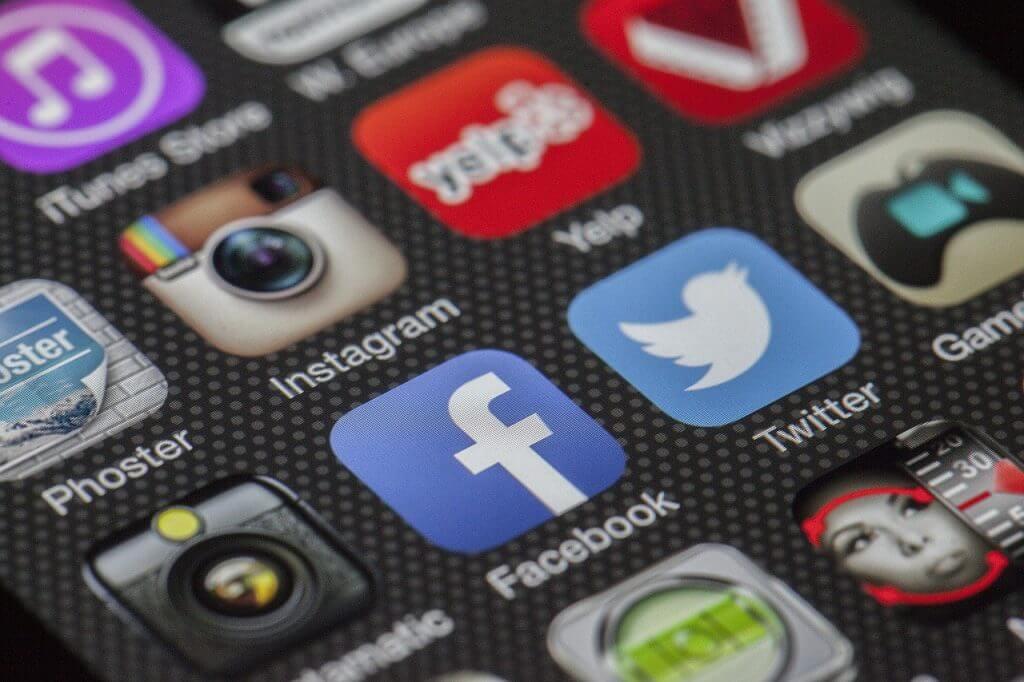 Digital Nomad Lifestyle - Social Media Networks